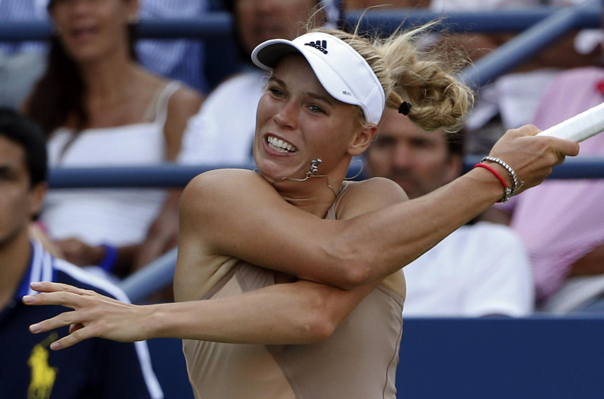 Video: Wozniacki Gets Racquet Stuck in Hair, Keeps Playing
