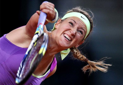 Victoria Azarenka serving in Stuttgart