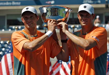 Mike and Bob Bryan win the 2012 US Open men;s doubles title
