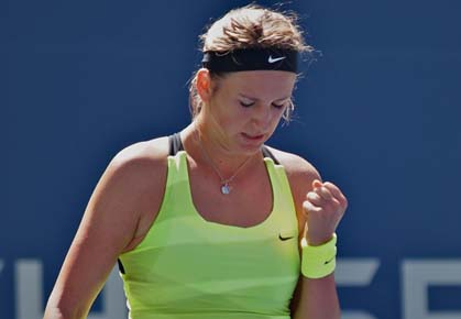 Victoria Azarenka beats Zheng Jie in Straight Sets
