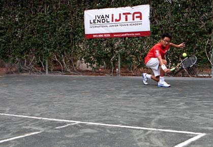 Player hits a defensive lob at the Ivan Lendl IJTA