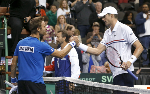 Isner Leads U.S. Davis Cup Team to Early Lead Over Slovakia