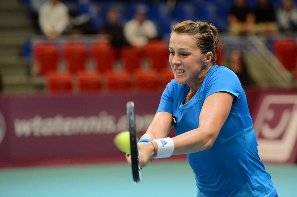 Pavlyuchenkova Edges Errani to Win Paris Indoors