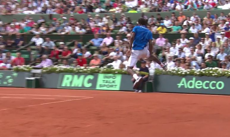 Monfils' Flying Tweener Brings the French to Frenzy