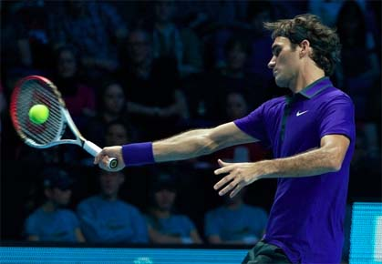 Roger Federer plays in the semifinals of the 2012 ATP World Tour Finals