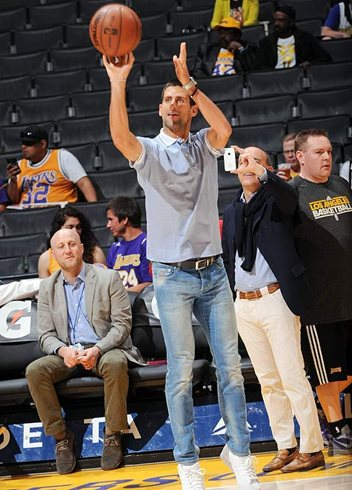 Novak Djokovic Shoots Hoops with Los Angeles Lakers