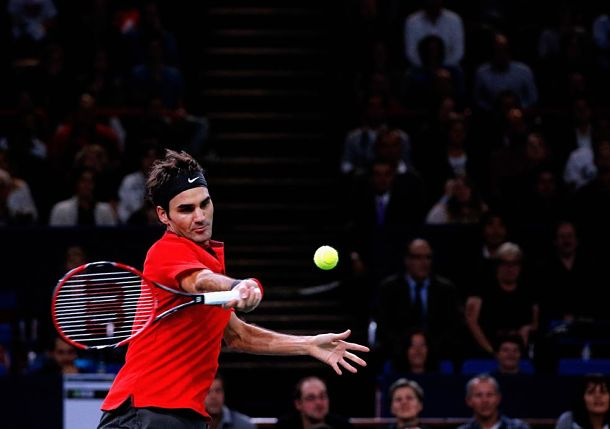 Federer Extends Win Streak to 13 in Paris