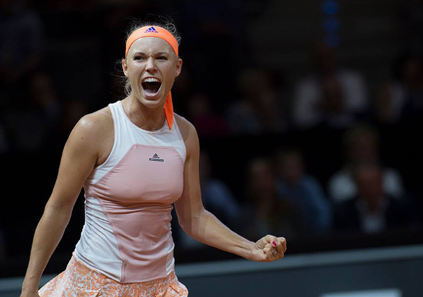 Wozniacki Tops Halep to Reach Stuttgart Final