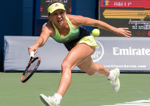 Halep Holds Off Kerber, Bencic Edges Lisicki in Toronto