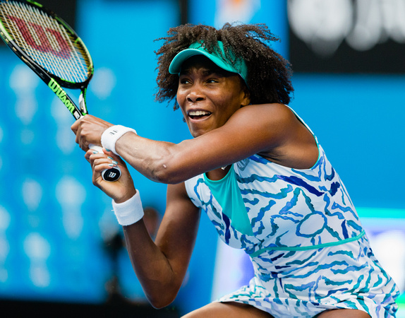 Venus Rises Over Giorgi in Three Set Comeback Win