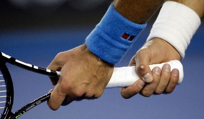 Vine: Djokovic Injures Thumb During Fall in First Set