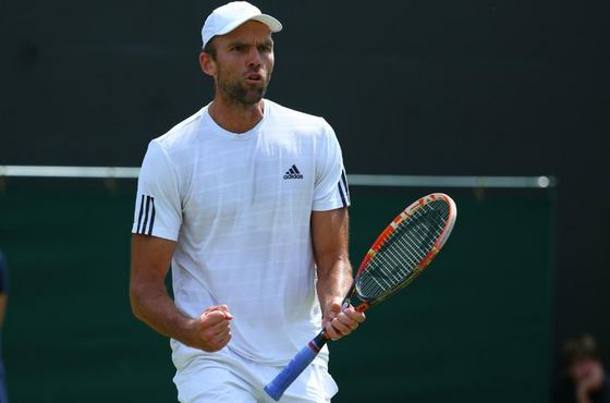 Ivo Karlovic Gets Away with Double-Hit on Set Point, Survives Tsonga to Notch Wimbledon Milestone
