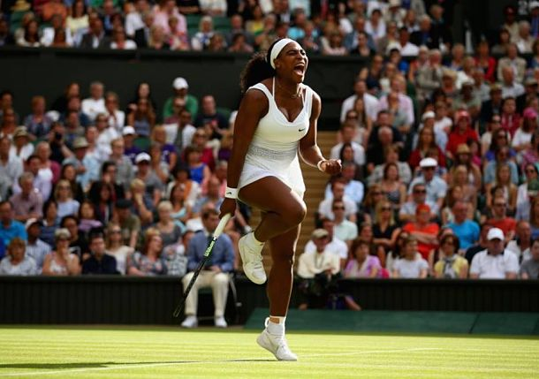 Serena Downs Defiant Azarenka in Three to Keep Slam Hopes Alive