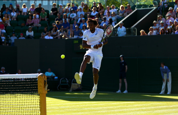 Monfils Speaks Proper English in Victory over Carreno Busta