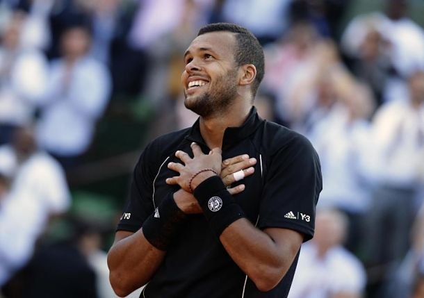 Tsonga Feeds the French Heart in Paris