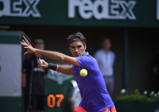 Federer Withstands Falla and Fan in RG Opener
