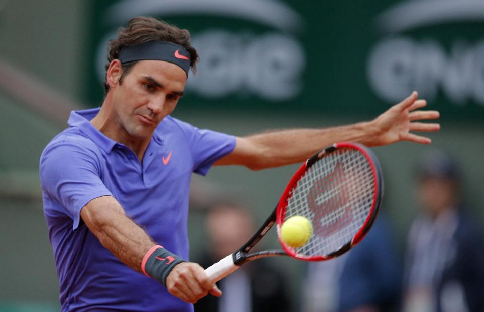 After Splitting Sets, Federer and Monfils to Finish on Monday in Paris