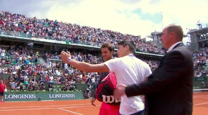 Video: Fan Intercepts Federer on Court in Selfie Quest
