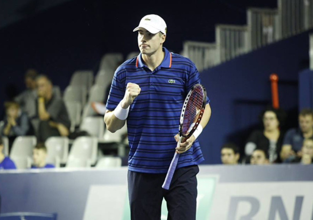 Isner Edges Federer in Paris Thriller