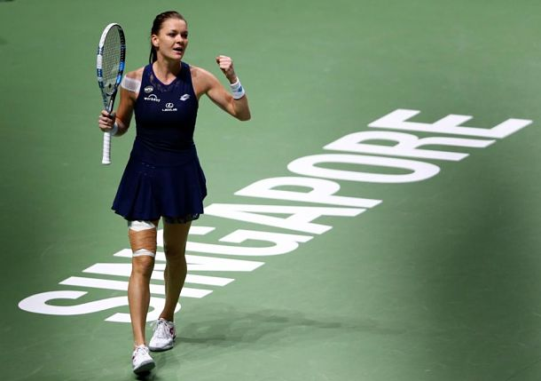 Radwanska Rallies Past Muguruza to Reach Singapore Final