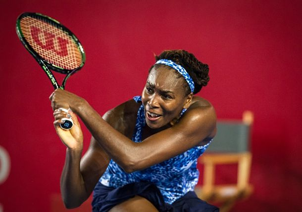 Venus Williams Rallies to Stay Alive in Singapore Hunt
