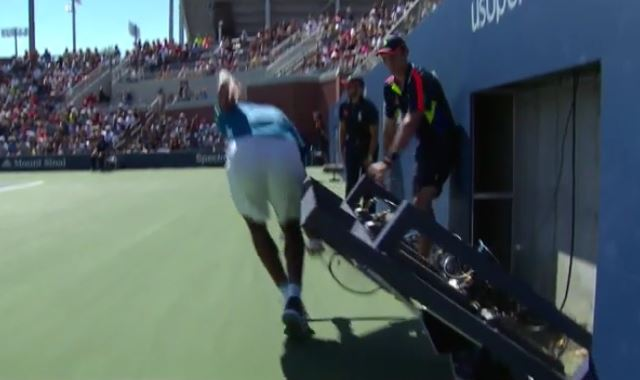 """Monfils the Magician """"Clocks Out"""" of First-Round Match"""