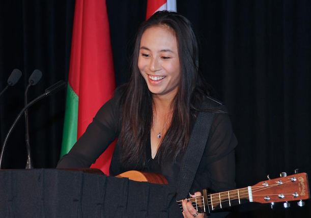 Watch: Carol Zhao Sings Coldplay at Fed Cup