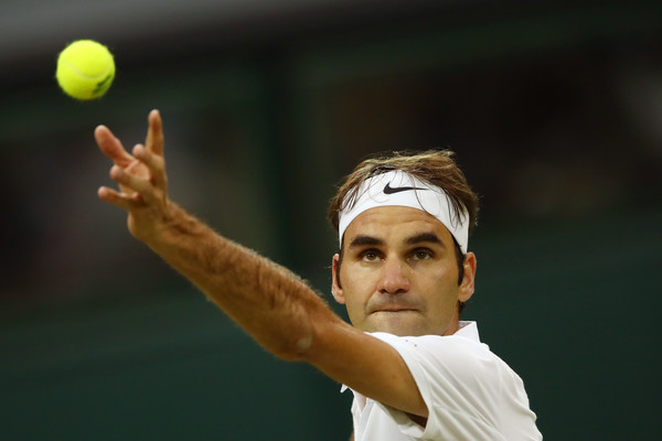 Federer Breezes Into Wimbledon Fourth Round