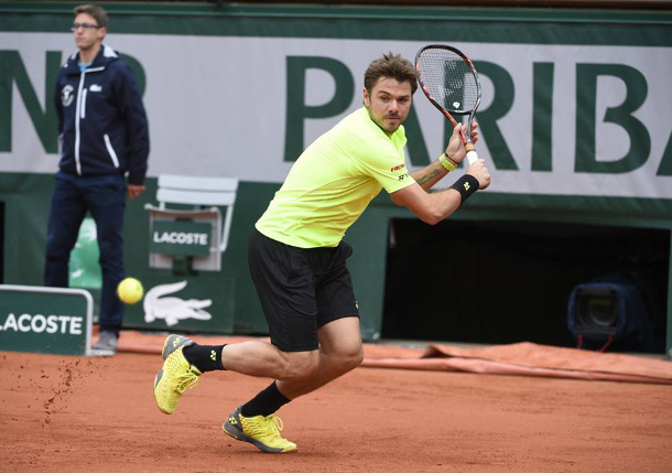Wawrinka Rallies Past Rosol in Tricky RG Opener