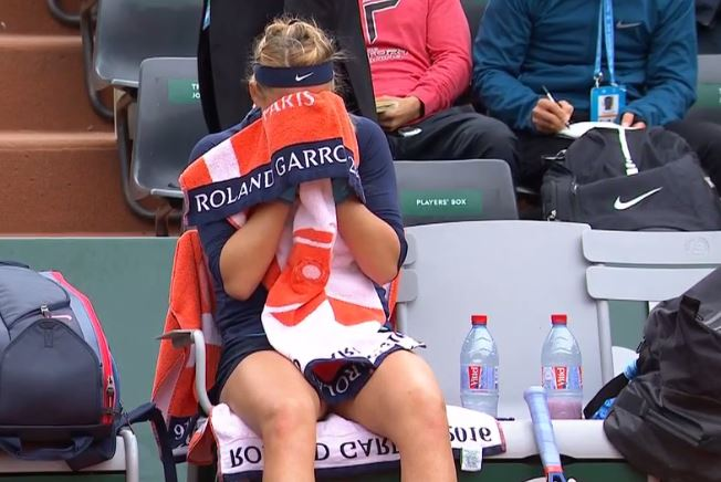 Azarenka Forced to Retire after Hours-Long Struggle with Knee