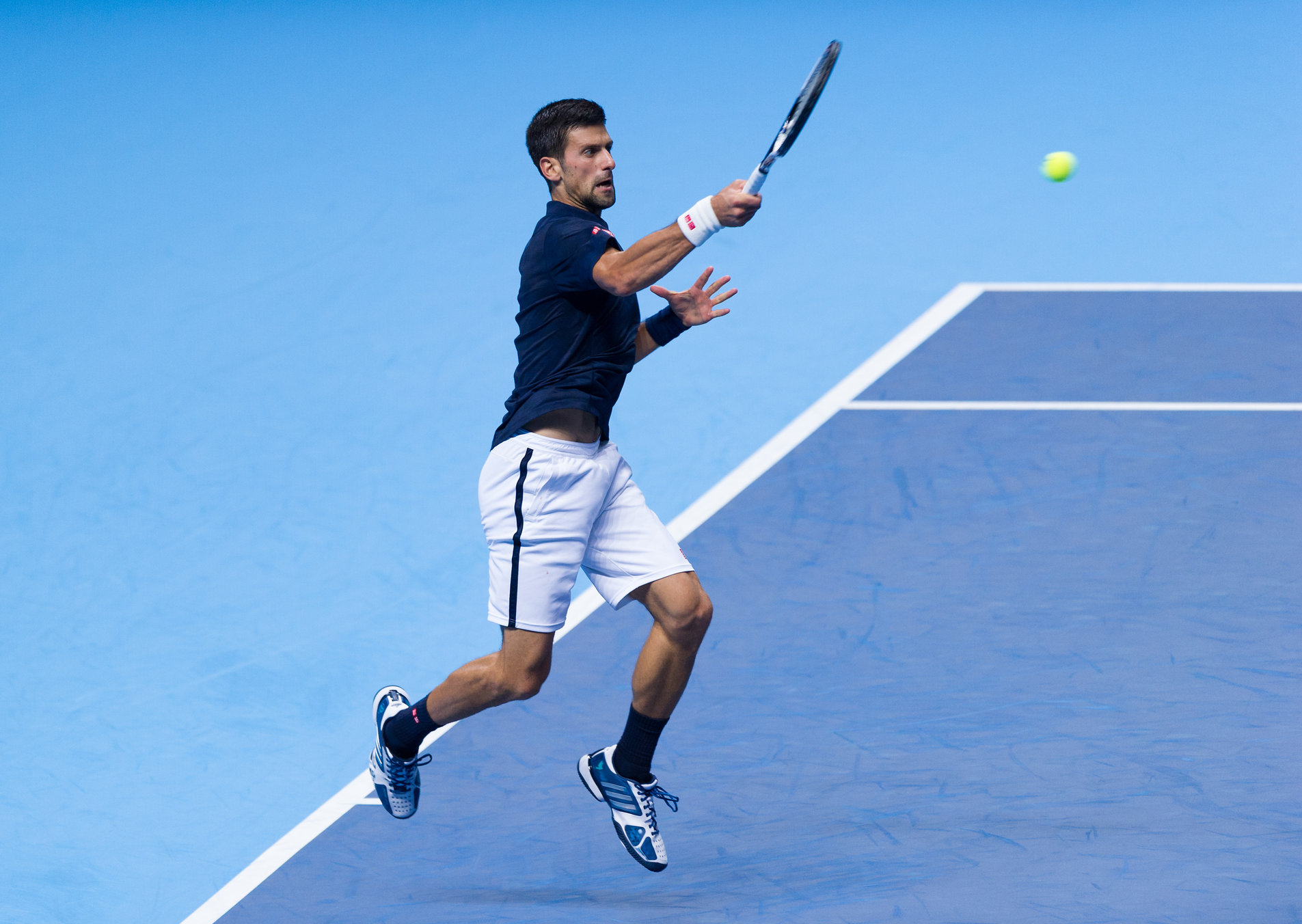 Djokovic Roars Past Thiem in ATP Finals Opener