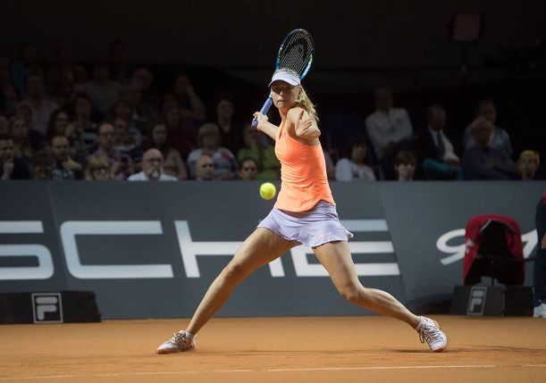 Sharapova Sweeps Into Stuttgart Quarterfinals