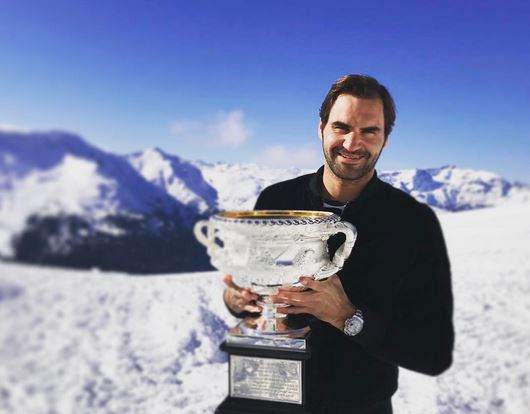 Snowbound: Federer Takes his Trophy to the Top