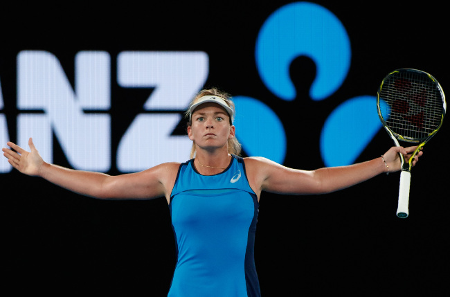 Vandeweghe Crushes Kerber, Rolls Into AO Quarterfinals