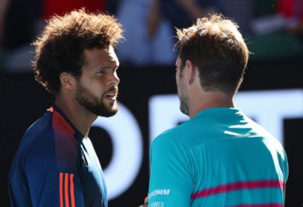 Watch: Wawrinka and Tsonga Jaw at One Another During Changeover