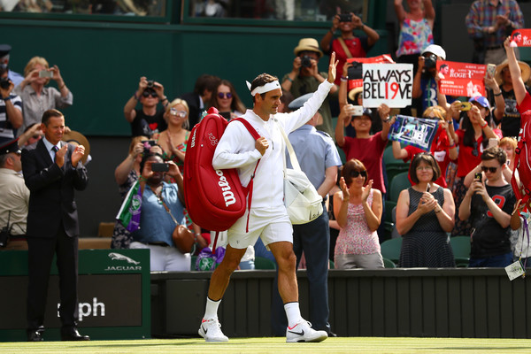 Federer Cruises into Third Round at Wimbledon