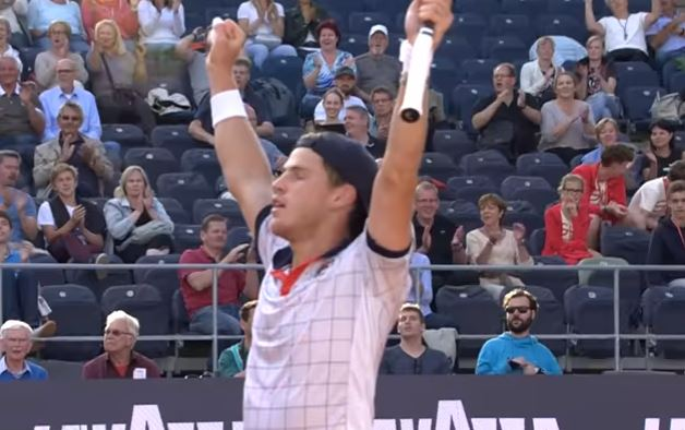 Video: Schwartzman's Polish Finishes Incredible Point in Hamburg