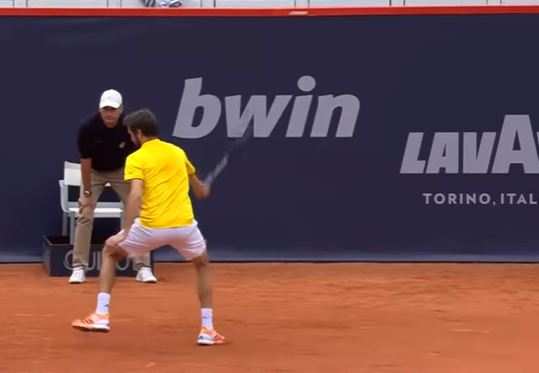 Hot Dog and a Shake: Simon Pulls a Doozy on Kohlschreiber in Hamburg