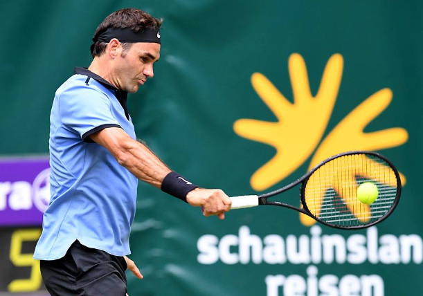 Federer downs Mayer, into Halle semis