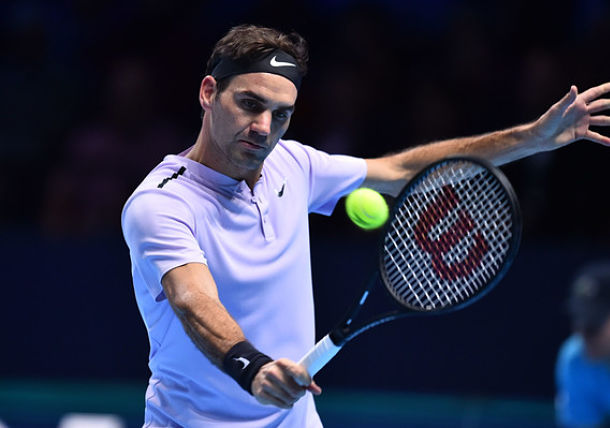 Federer Holds off Zverev to Reach Semis at London