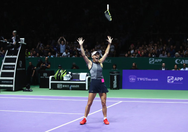 Wozniacki Tops Williams, Wins Wild WTA Finals Title