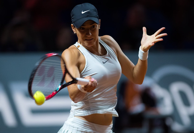 Garcia Rallies Past Sharapova in Stuttgart Thriller