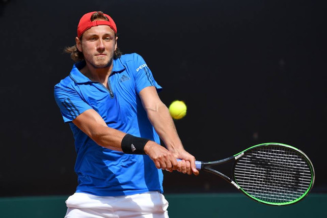 Pouille Tops Fognini, Sends France Into Semifinals