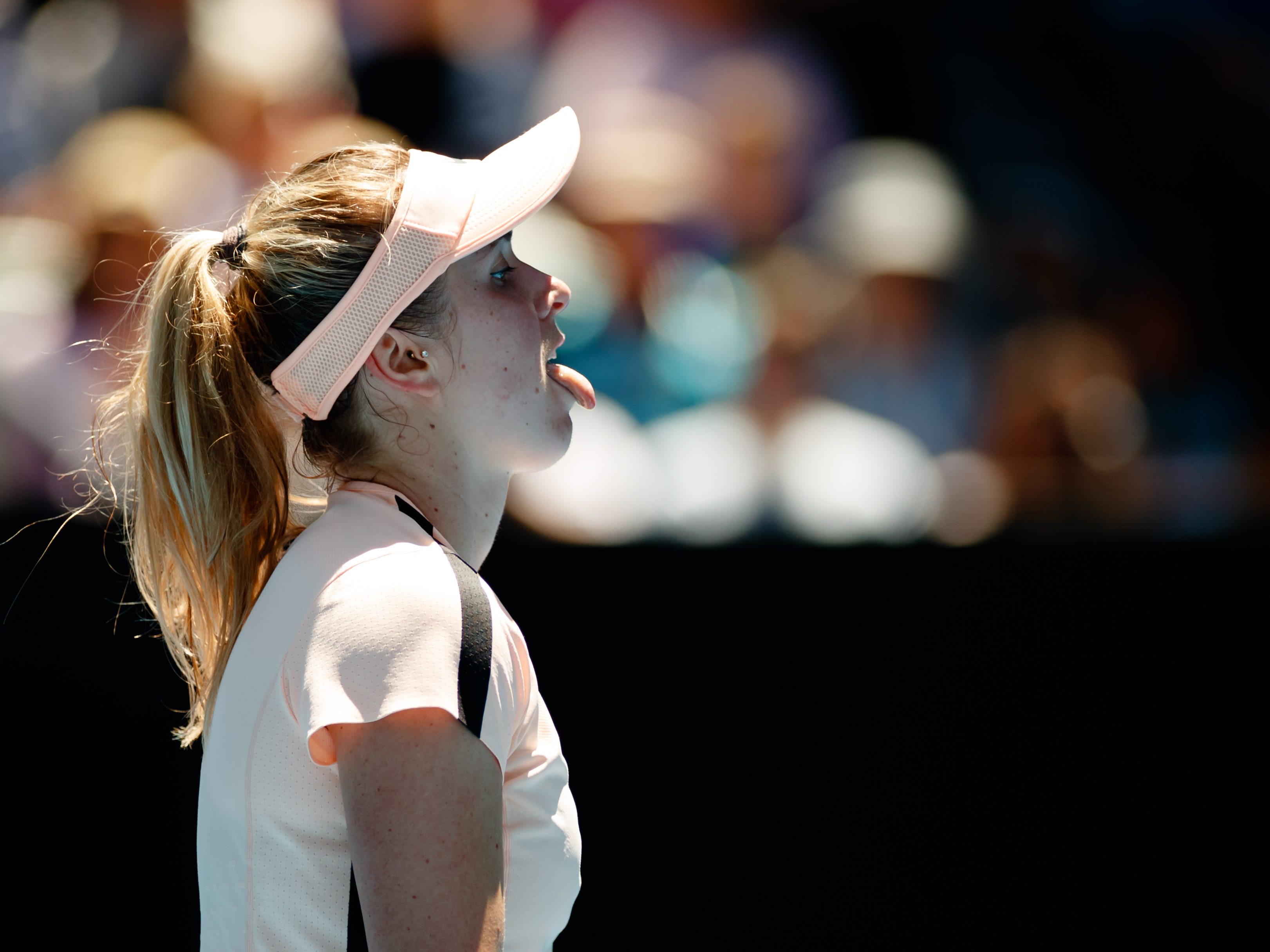 Svitolina Couldn't Overcome Mertens or Hip Injury in Melbourne