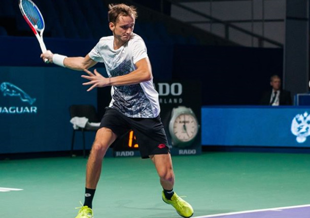 Medvedev Moves Into First Moscow Semifinal