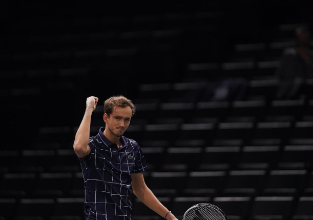 Medvedev Mauls Schwartzman, Powers Into Paris Semifinals