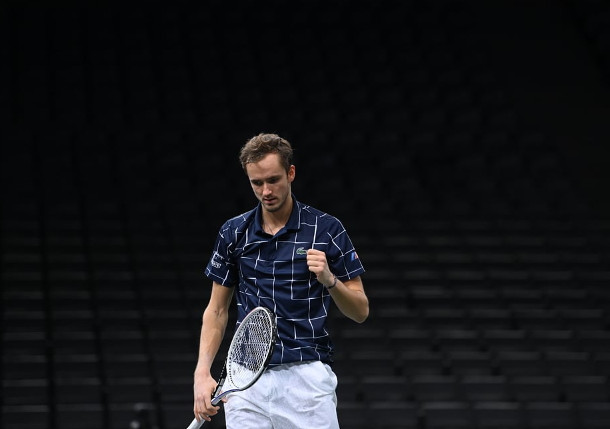 Medvedev Charges Into Paris Final