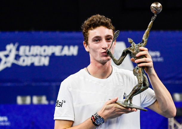 Humbert Powers to Antwerp Title
