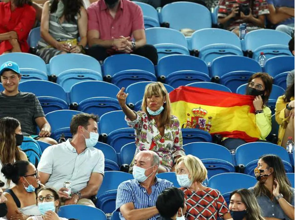 Fan Flips Off Nadal, Rafa Reacts