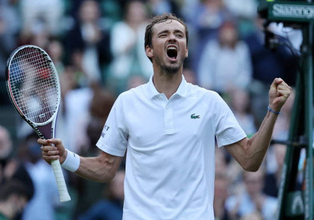 Medvedev Earns First-Ever 5-Set Comeback Win Over Cilic